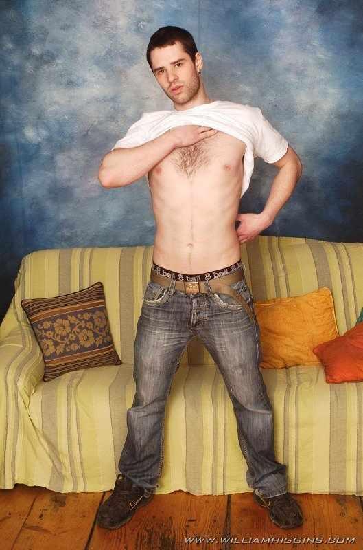 Милый харизматичный парнишка в эротической фотосессии с красивым парнем из 53-х фотографий