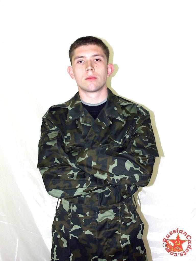 Солдатик Денис в эротической фотосессии на gaydoska.com 134 фотографии натурала который сфотографировался со всех сторон и интимных ракурсов