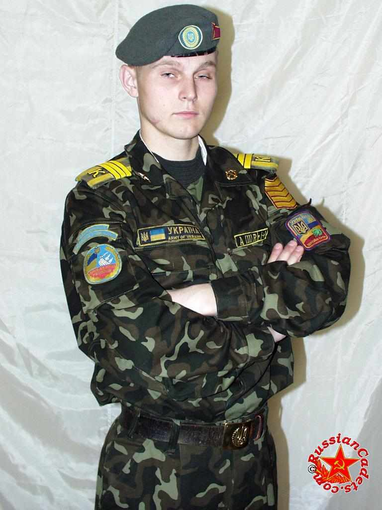 Солдатик по имени Станислав снялся за деньги в эротической фотосессии. Волосатый член и волосатая задница — это всё тут